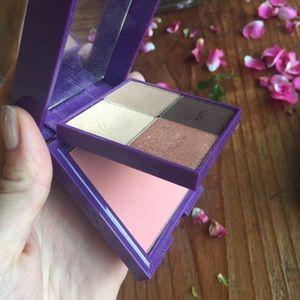 Tarte Palette Play Shadow Quad Blush Set
